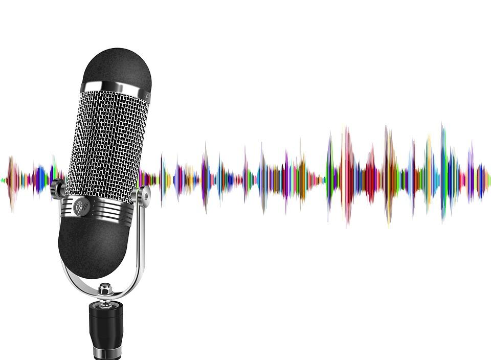 Vijf Nederlandse podcasts voor in de vakantie